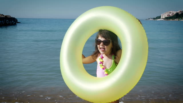 roliga barn med uppblåsbara cirkel. - inflatable ring bildbanksvideor och videomaterial från bakom kulisserna