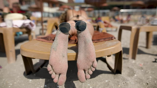 Teen feet clips