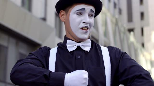 カメラの帽子歌面白い mime - グリースペイント点の映像素材/bロール