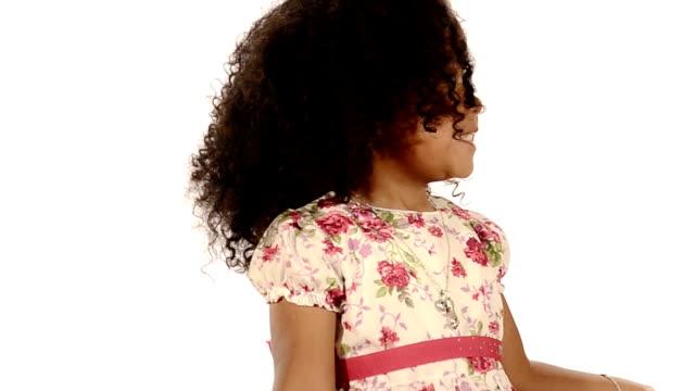 забавный смешанная раса черный и не латиноамериканец бразильский маленькая девочка изолирован - бразилец парду стоковые видео и кадры b-roll