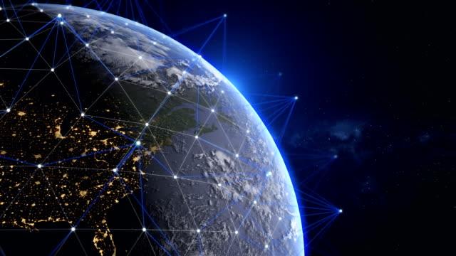 futuristiska planeten jordrotationen med natt sida stadens ljus, usa stadens ljus, delar av denna film är möblerad av nasa - satellitbild bildbanksvideor och videomaterial från bakom kulisserna