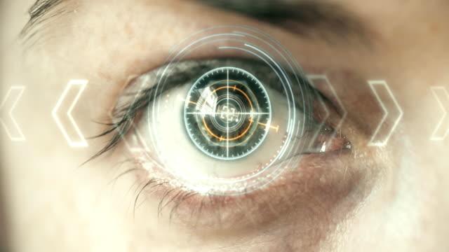 futuristiska öga hud / monitor. - 4 kilometer bildbanksvideor och videomaterial från bakom kulisserna