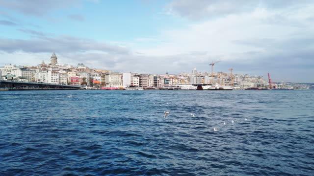 갈라타 타워 앤드 할릭 브리지, 이스탄불 - 10초 이상 스톡 비디오 및 b-롤 화면