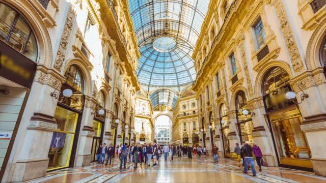 イタリア、ミラノのヴィットリオ・エマヌエーレ2世ガレリアタイムラプス動画。 - 記念建造物点の映像素材/bロール