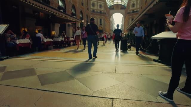 galleria vittorio emanuele ii, milano italia - milan video stock e b–roll