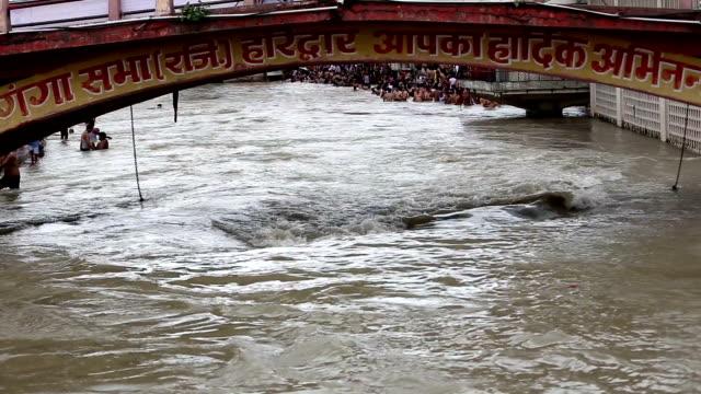 ganges river - ghat filmów i materiałów b-roll