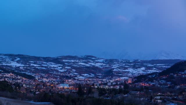 Gap (Hautes-Alpes) in Winter from dawn to sunrise timelapse. Alps, France - vídeo
