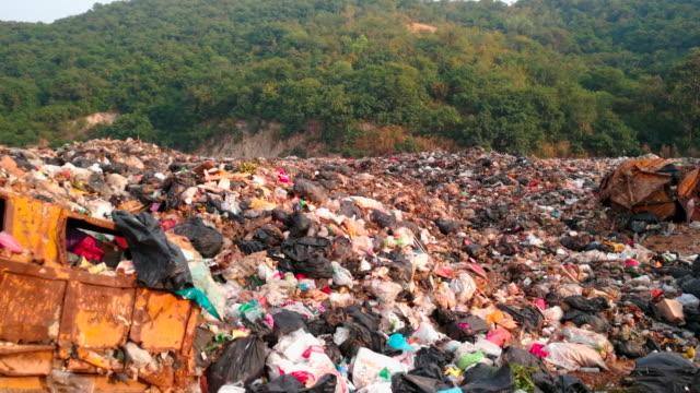 tepe üzerinde çöp - güneydoğu asya stok videoları ve detay görüntü çekimi