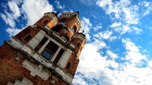 vídeos de stock, filmes e b-roll de lapso de tempo de torre de racha - sérvia