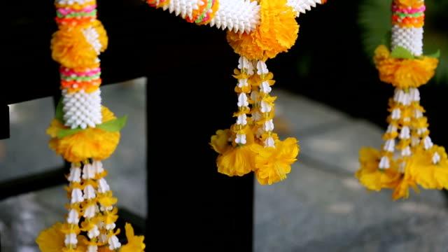 garland of flowers. - верующий стоковые видео и кадры b-roll