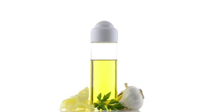 knoblauch und olivenöl noch - knollig stock-videos und b-roll-filmmaterial