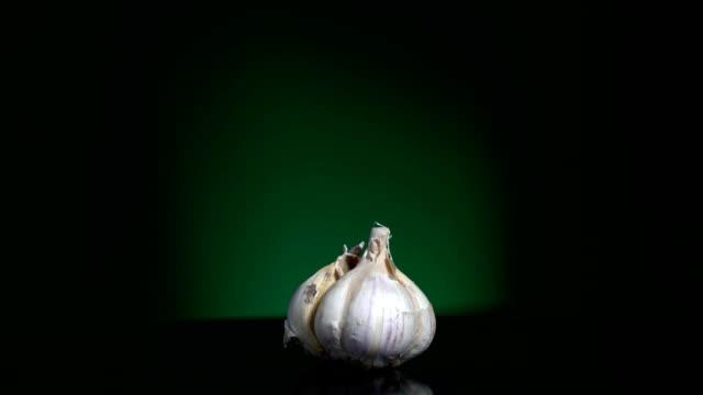 Garlic turning loopable - video