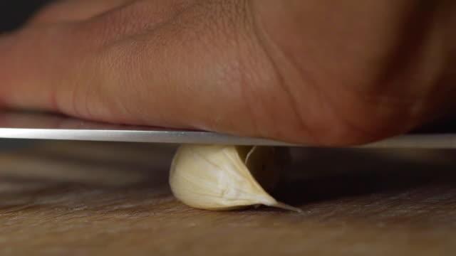 garlic - чеснок стоковые видео и кадры b-roll