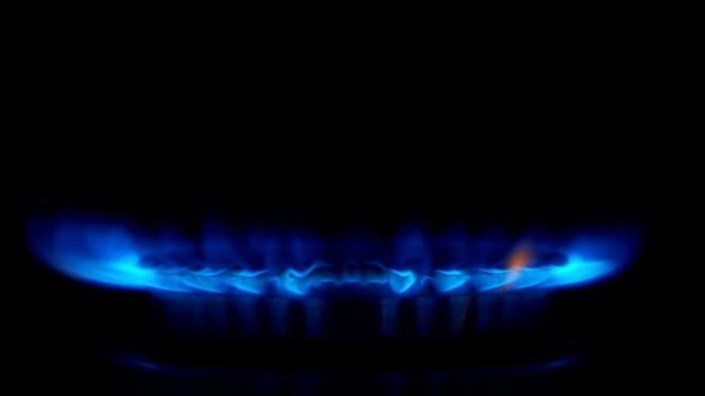 slow-motion : fornello a gas - fornello video stock e b–roll