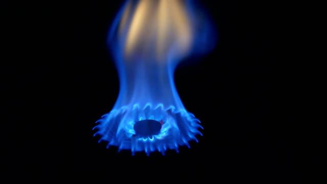 ガス薪ストーブで - 気体点の映像素材/bロール