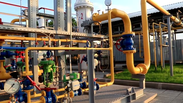gas production and processing plant. pipeline system with pressure gauges and valves - struttura pubblica video stock e b–roll