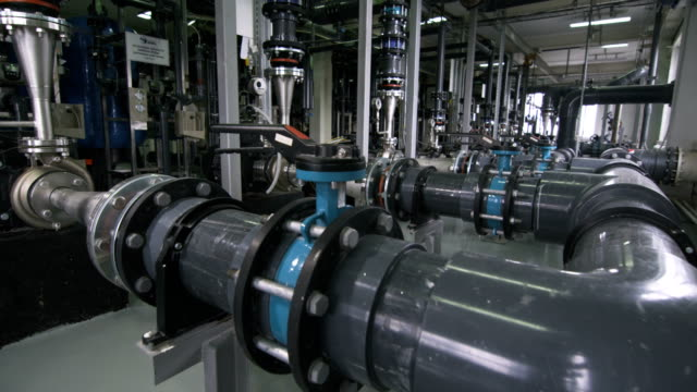 gasraffinaderiutrustning med rörsystemmätare - pipeline bildbanksvideor och videomaterial från bakom kulisserna