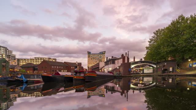 gas street basin i birmingham, uk time-lapse i skymningen - flod vatten brygga bildbanksvideor och videomaterial från bakom kulisserna