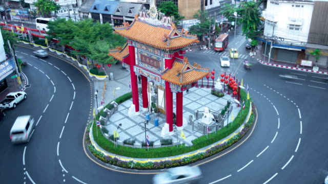 Gate at Chinatown district, Odeon Circle on background, city traffic. video