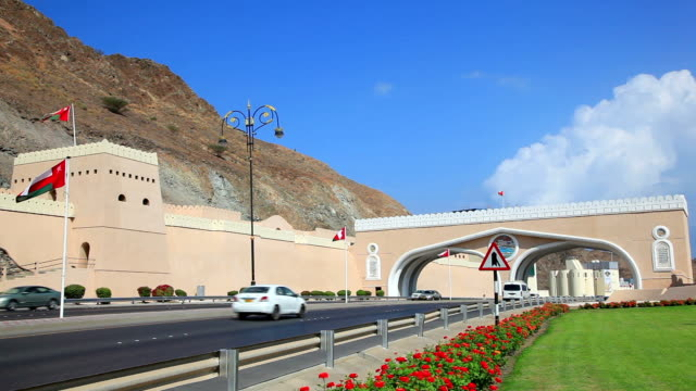 gate in muscat, oman - paesi del golfo video stock e b–roll