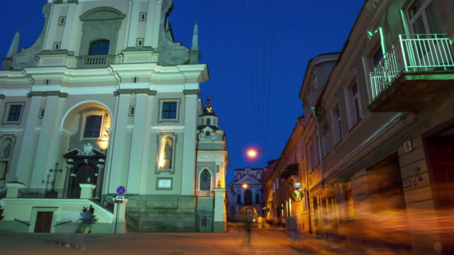 gate vilnius, vilnius, lithuania 4k hyper time-lapse - lituania video stock e b–roll