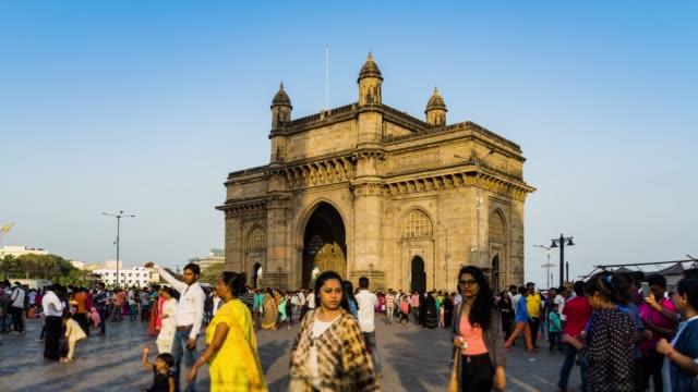 vídeos y material grabado en eventos de stock de gateway de lapso de tiempo de india bombay, india - puerta entrada