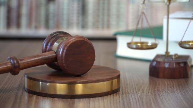ordförandeklubba i rätta domstol - dom bildbanksvideor och videomaterial från bakom kulisserna