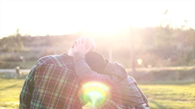 vídeos y material grabado en eventos de stock de en amor pareja gay - civil rights