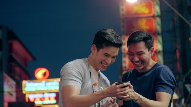 Gay couple traveling at Yaowarat road video