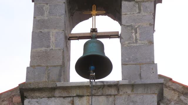 stockvideo's en b-roll-footage met gaztelugatxe kerk bell - kerk