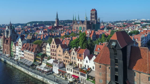 gdansk, poland. old city with motlawa river and main monuments. aerial video - польша стоковые видео и кадры b-roll