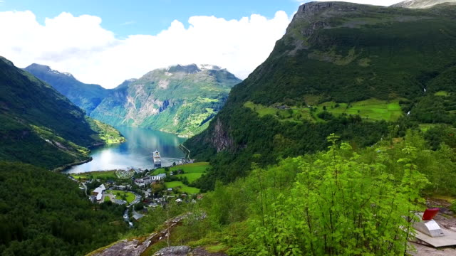 vídeos de stock e filmes b-roll de geiranger fjord, norway. - transatlântico