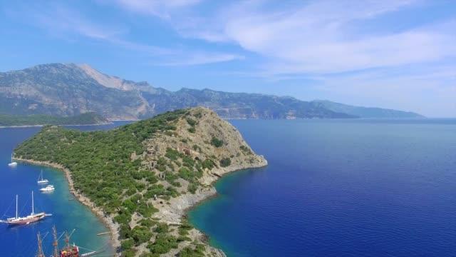 gemiler wyspa widok z lotu ptaka - morze egejskie filmów i materiałów b-roll