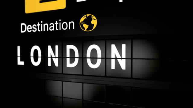 3d-анимация, аналоговая доска отображения полетной информации с прибытием города лондона - табло вылетов и прилётов стоковые видео и кадры b-roll