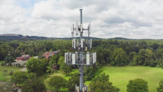 vidéos et rushes de tour de télécommunication générique - transmission