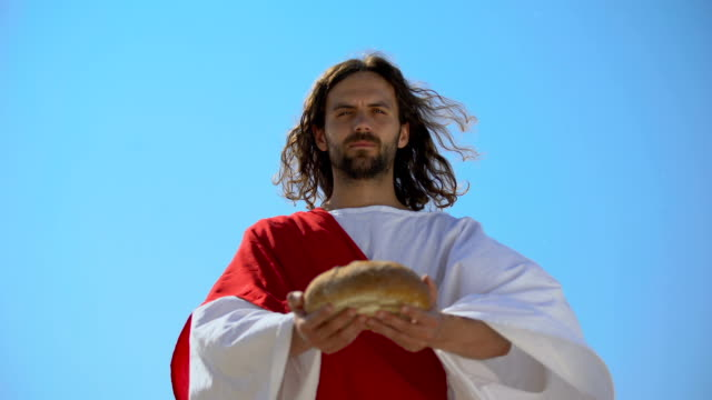 vídeos de stock e filmes b-roll de generous man offering bread, biblical story to give food to hungry, charity - comunhão
