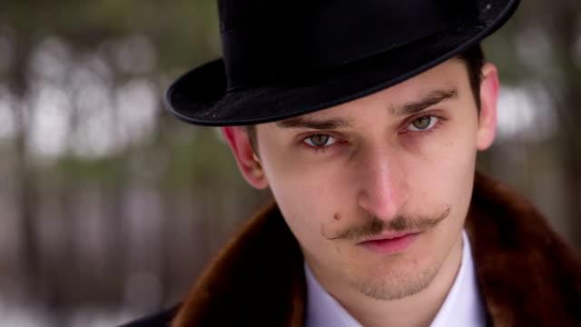 vídeos y material grabado en eventos de stock de caballero en un sombrero - lunares