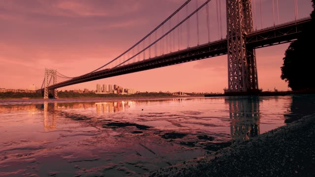 vidéos et rushes de george washington bridge ciel dramatique et réflexions 4k - high dynamic range imaging