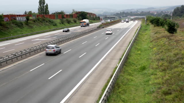 tedesco autostrada a3 - autobahn video stock e b–roll