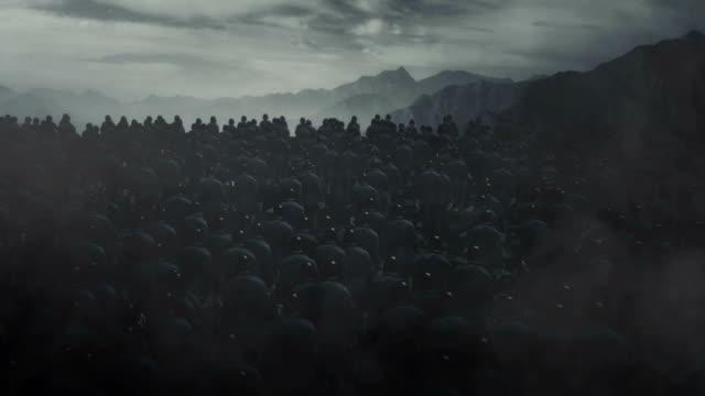 vidéos et rushes de soldats allemands d'infanterie de ww1 marchant dans un champ de bataille - première guerre mondiale