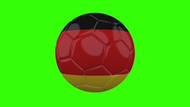 vídeos de stock, filmes e b-roll de bandeira da alemanha na bola gira em fundo alfa verde transparente, loop - futebol internacional