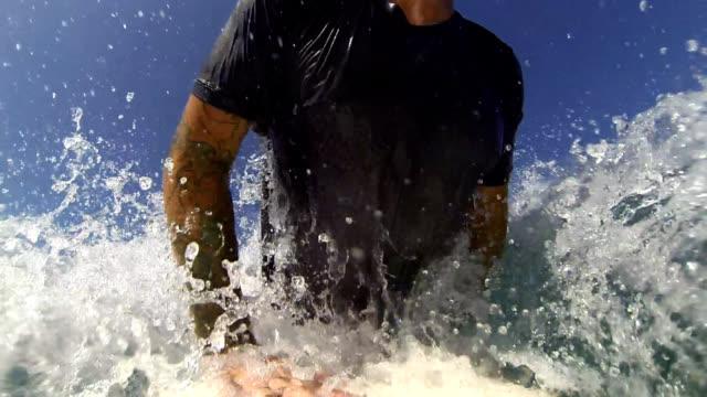 stockvideo's en b-roll-footage met getting barreled - t shirt