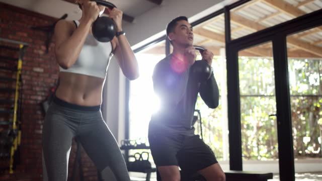 getting into shape is easier with a partner - giria filmów i materiałów b-roll