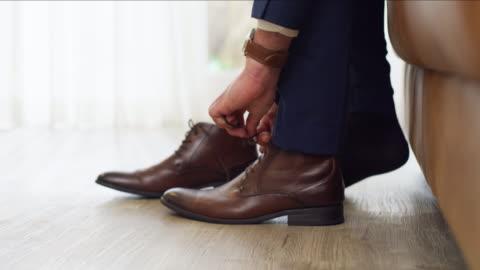 vidéos et rushes de se mettre en sténaud et démarrer avant le grand jour - chaussures