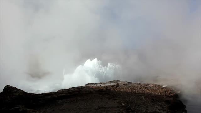 geyser field del tatio in the chilean altiplano - kontrastrik bildbanksvideor och videomaterial från bakom kulisserna