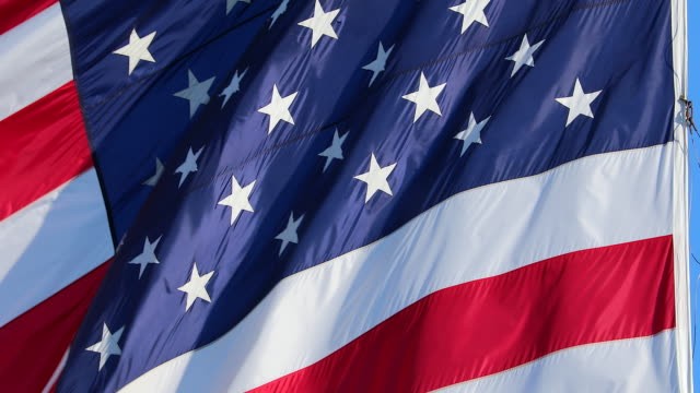 vídeos de stock e filmes b-roll de giant american flag stars and stripes close up - democracy illustration
