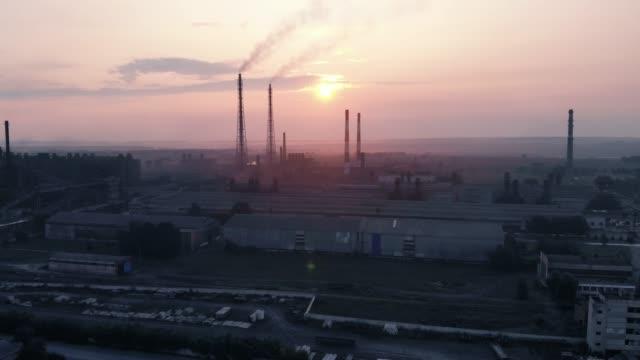 朝霧空中写真の巨大工業プラント - 生態系点の映像素材/bロール