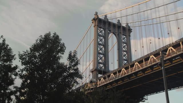 Gimbal shot of the Manhattan Bridge above Brooklyn Bridge Park