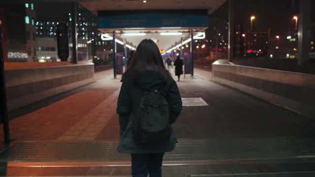 flicka på tåg plattformen - waiting for a train sweden bildbanksvideor och videomaterial från bakom kulisserna