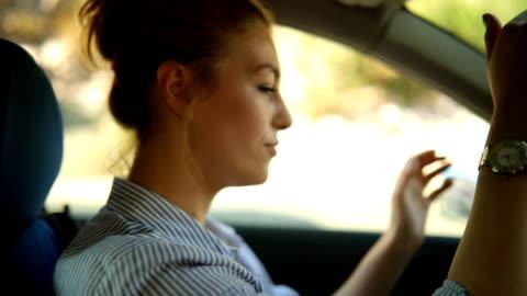 vídeos y material grabado en eventos de stock de coche de niña dejó de - conducir